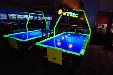 5 Air Hockey Tricks That Will Impress Your Friends